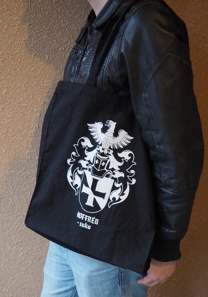 ALE Hoffrén-kangaskassit 8 €. Lisätietoja kassista sivun alaosassa.
