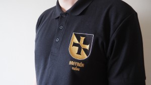 ALE Hoffren-paidat 20 €. M-koko loppuunmyyty, XXL-kokoa 2 jäljellä.Lisätietoja paidasta sivun alaosassa.